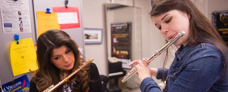 UI flutist Emily Duncan in a lesson with Professor Nicole Esposito