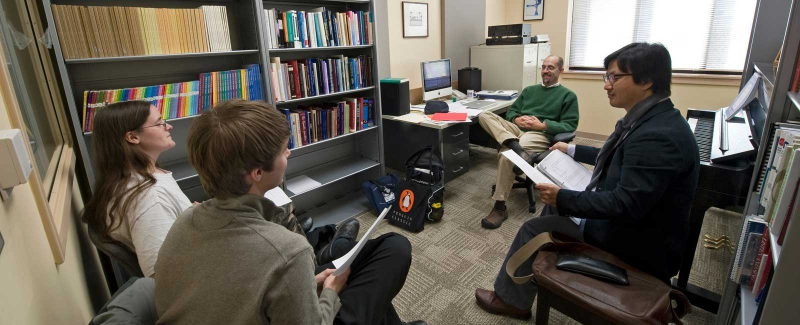 Music Theory Professor Robert Cook leads a discussion with students.