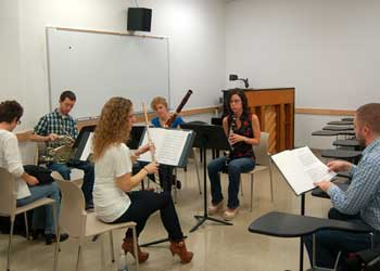 A woodwind quintet coaching with a member of the JACK Quartet.